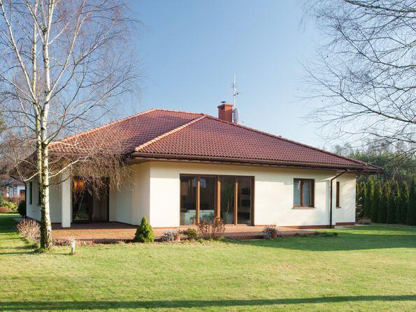 Hausbau, Haus bauen, Bungalowhaus, Foto: iStock/KatarzynaBialasiewicz