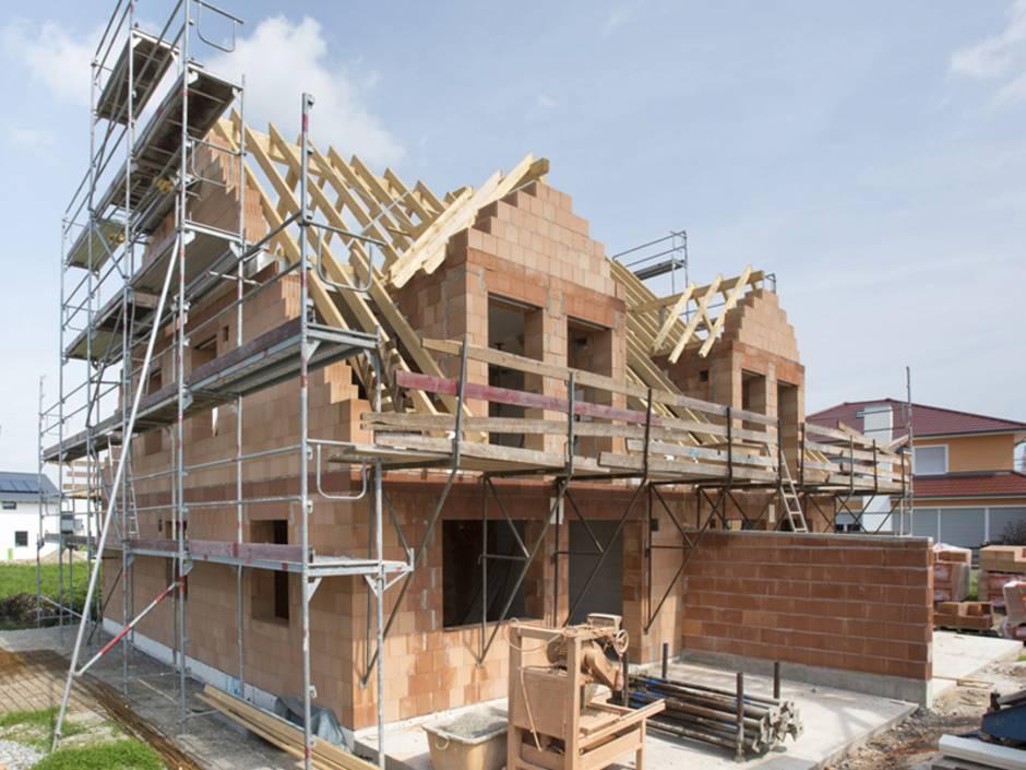 Alt-Tag: Gebäudeversicherung, ein Haus wird gebaut, Foto: Wolfilser/stock.adobe.com