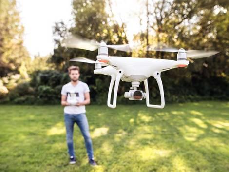 Drohne, Haftpflichtversicherung, Foto: Halfpoint/ fotolia.com