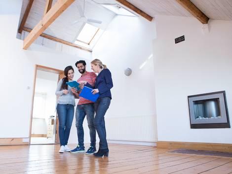 Wohnungsbesichtigung, Foto: iStock/Solstock