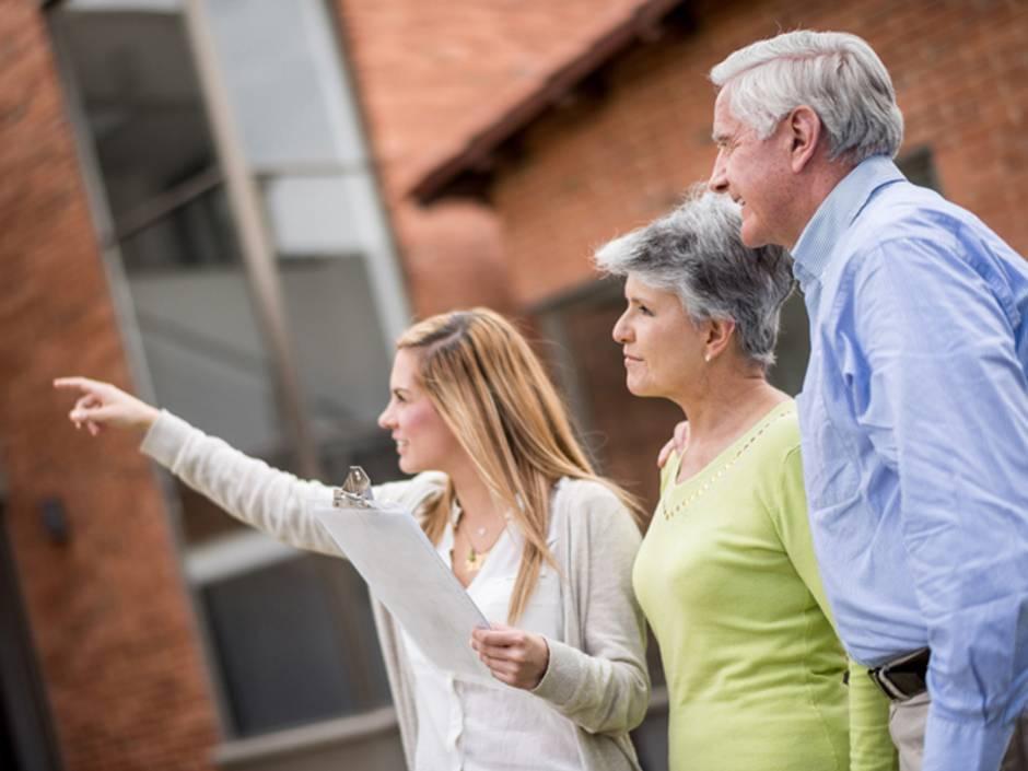 Immobilienvermittlung, Senioren, Foto: iStock/andresr