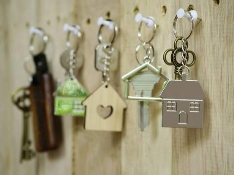 Wohnungsschlüssel, Vermieter, Foto: iStock.com/sundaemorning