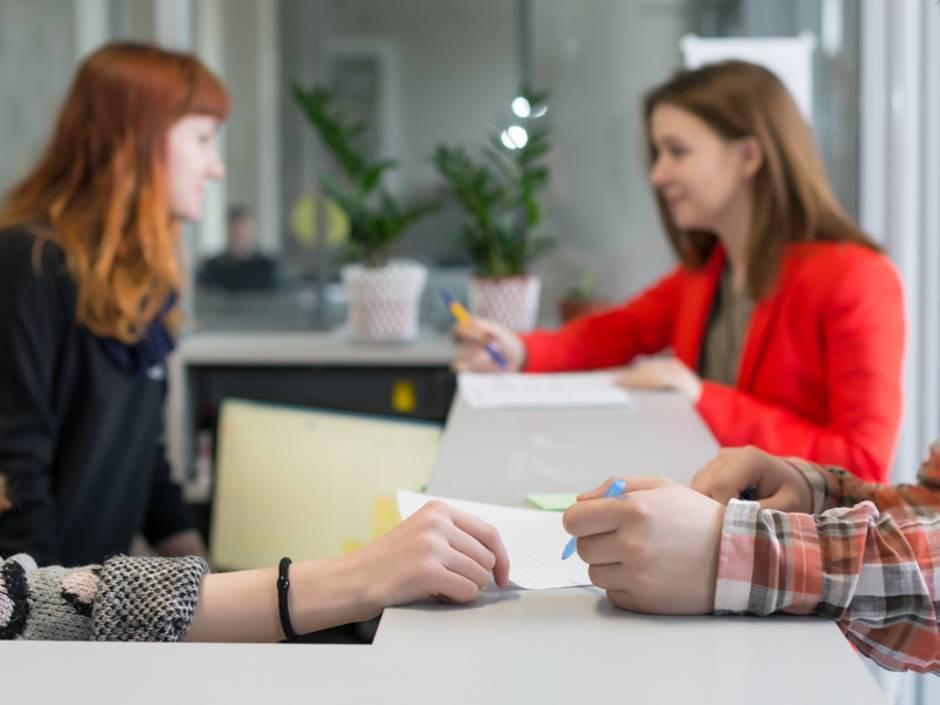 Meldepflicht, Anmelden, Abmelden, Heimatschein, Einwohnerkontrolle, Foto: iStock/ AlexBrylov